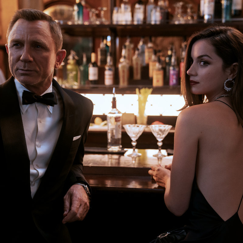 James Bond (Daniel Craig) and Paloma (Ana de Armas) in No Time To Die movie scene